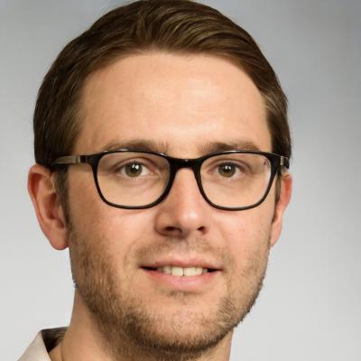Imagen de una persona que tiene gafas, como Julián Vida Barea