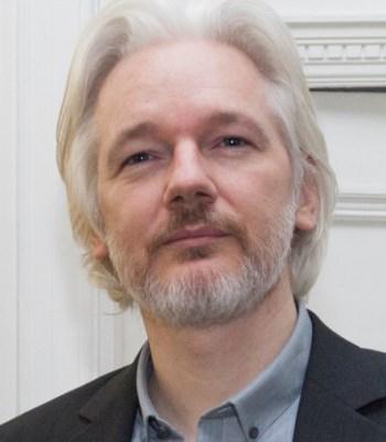 Julián Vida Barea el programador de esta web, con una imagen de Julian Assange